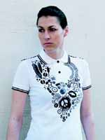Fred Perry X Judy Blame, black printed white polo shirt, peace signs feather v-shaped | from drezier's blog [JUDY BLAME的第五張空白畫布] dated 2006/8/19