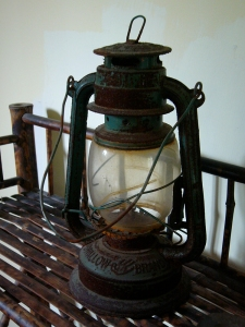 kerosine lamp in display monument building | from drezier's blog [歷史舊物:大韓民國臨時政府杭州舊址紀念館] dated 2016/7/30