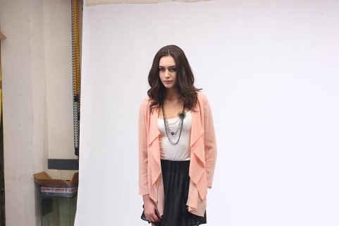model at work | from drezier's blog [Shooting Session for 2012 Spring Collection in Dongguan] dated 2011/12/31