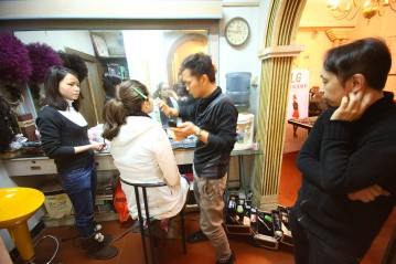 making up of model   from drezier's blog [Shooting Session for 2012 Spring Collection in Dongguan] dated 2011/12/31