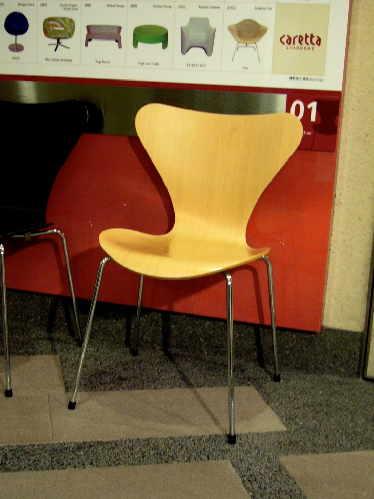 20th Century Masterpieces : : Series 7 Chair by Arne Jacobsen in 1955
