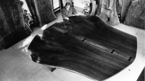 George Nakashima working on a piece of walnut | from drezier's blog [20th Century Masterpieces : : Conoid Chair] dated 2017/7/22